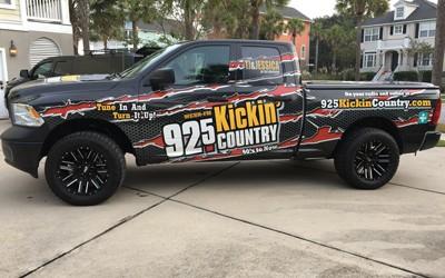 Kickin-Country-400x250